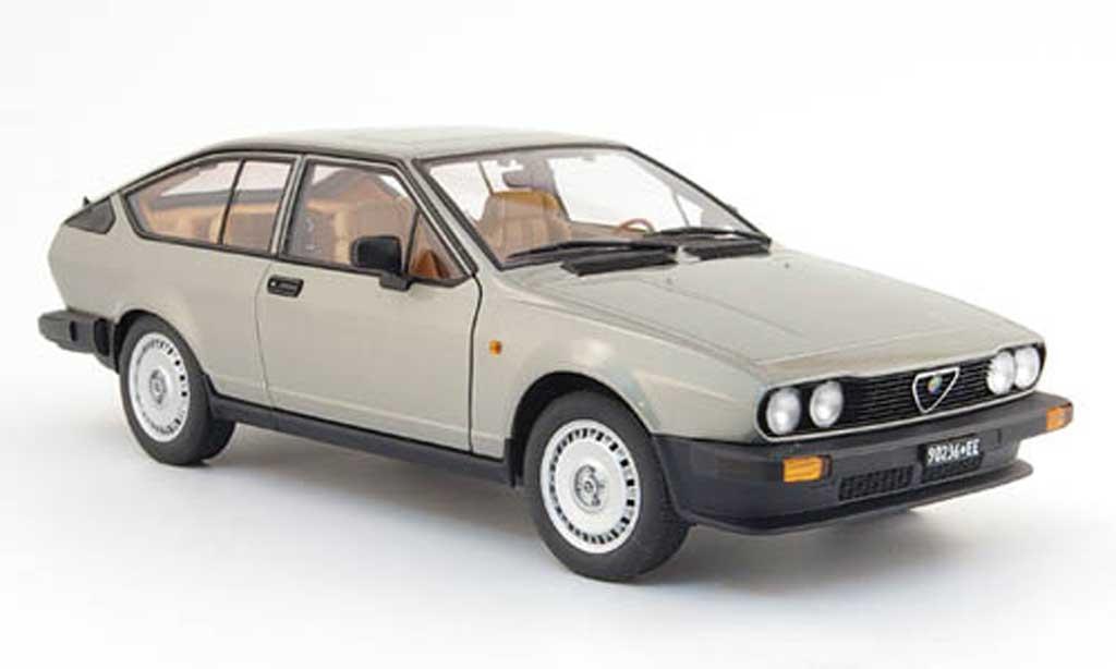 Alfa Romeo GTV 2.0 1/18 Autoart alfetta grise clair 1980 miniature