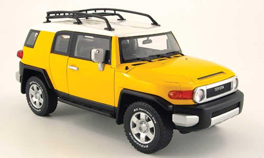 toyota fj cruiser gelb autoart modellauto 1 18 kaufen verkauf modellauto online. Black Bedroom Furniture Sets. Home Design Ideas