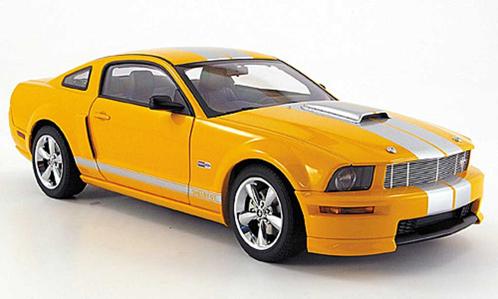 Shelby GT 1/18 Autoart orange avec bandes grises 2007 miniature