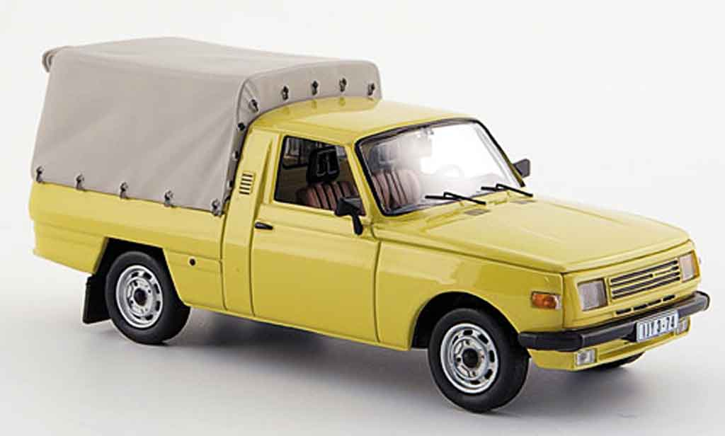 Wartburg 353 1/43 IST Models Pick Up jaune 1985 miniature