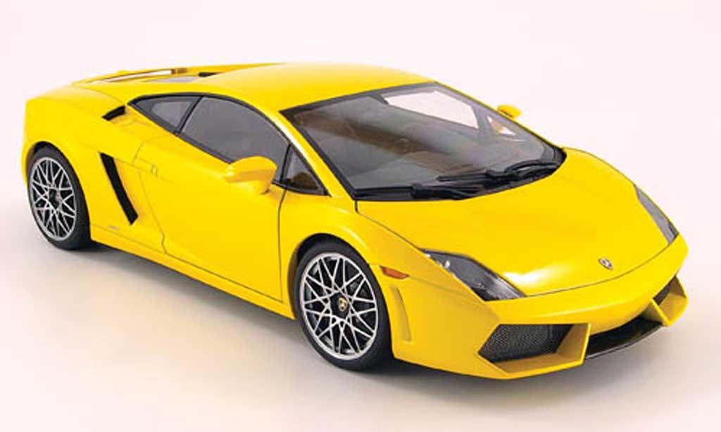 lamborghini gallardo lp560 4 miniature jaune autoart 1 18 voiture. Black Bedroom Furniture Sets. Home Design Ideas