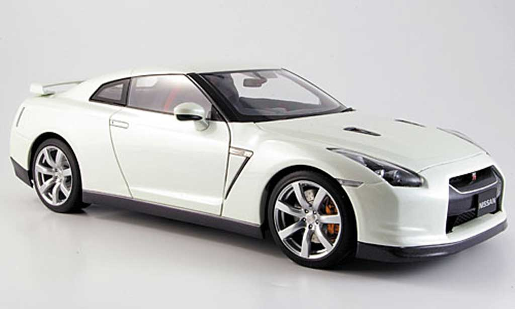 nissan skyline r35 miniature gtr blanche autoart 1 18. Black Bedroom Furniture Sets. Home Design Ideas
