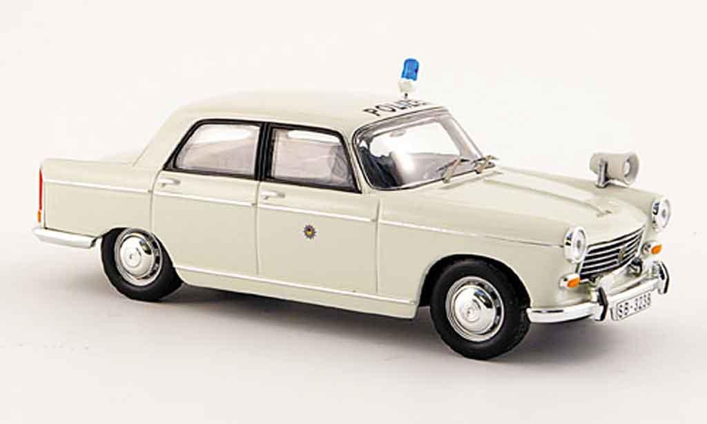 Peugeot 404 Berline 1/43 IXO police 1966 miniature