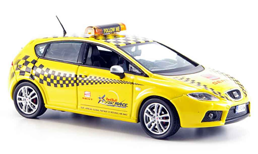 Seat Leon 1/43 J Collection cupra follow me miniature
