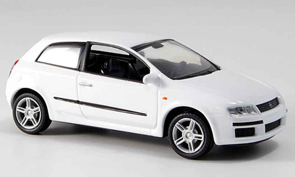 fiat stilo weiss 3 turer 2001 mcw modellauto 1 43 kaufen verkauf modellauto online. Black Bedroom Furniture Sets. Home Design Ideas
