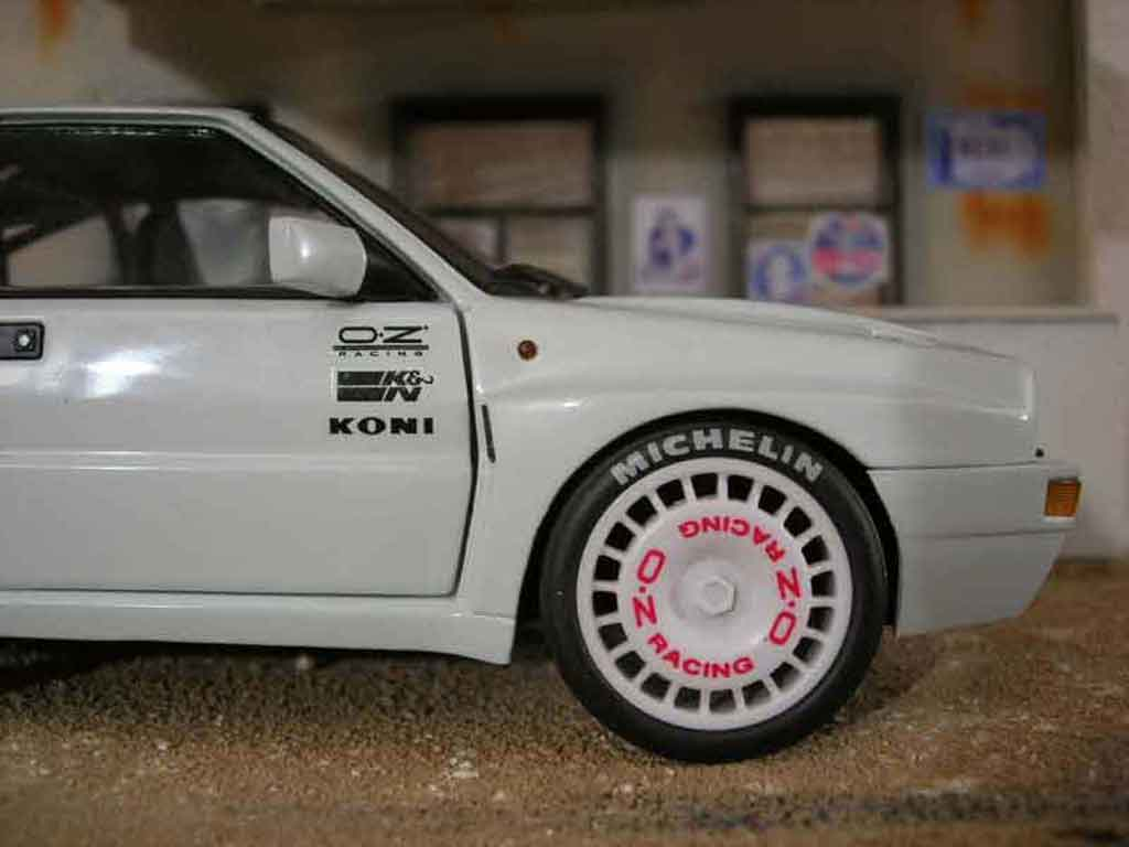 Voiture de collection Lancia Delta HF Integrale evolution 2 street race tuning Kyosho. Lancia Delta HF Integrale evolution 2 street race miniature 1/18