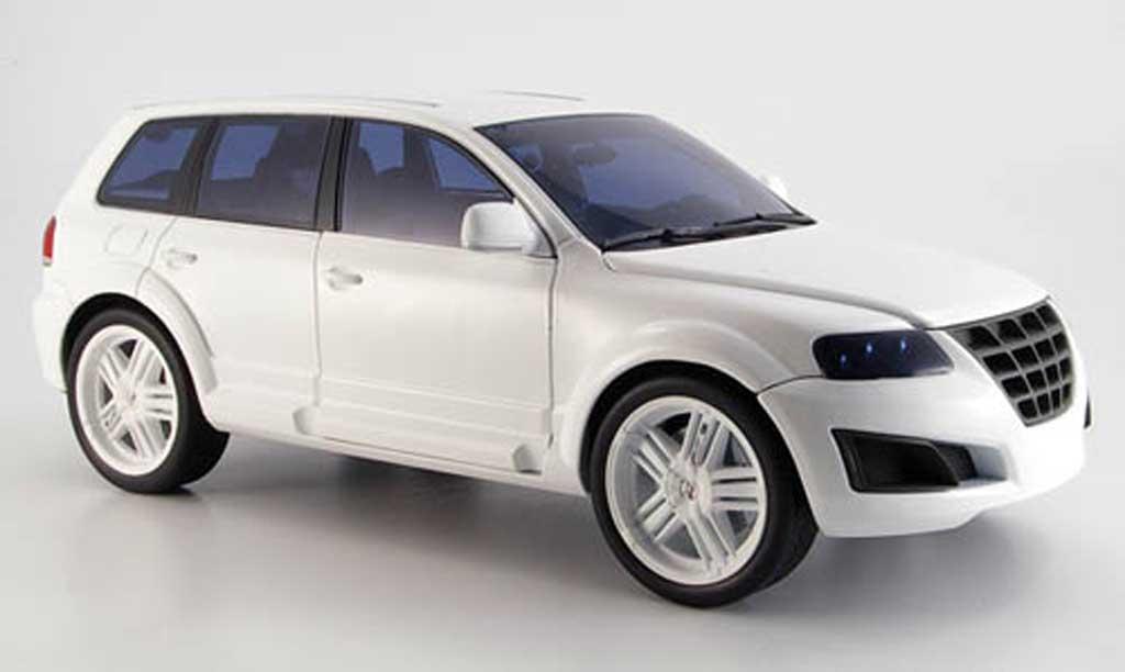 Volkswagen Touareg parotech white 2008 Norev. Volkswagen Touareg parotech white 2008 miniature 1/18
