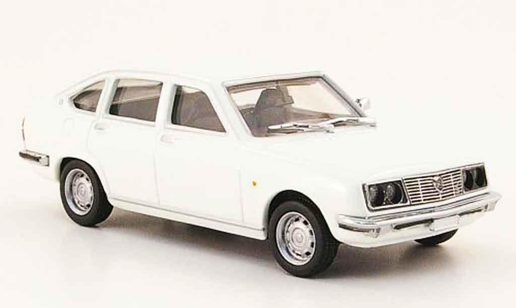 Lancia Beta berline 1/43 Pego blanche