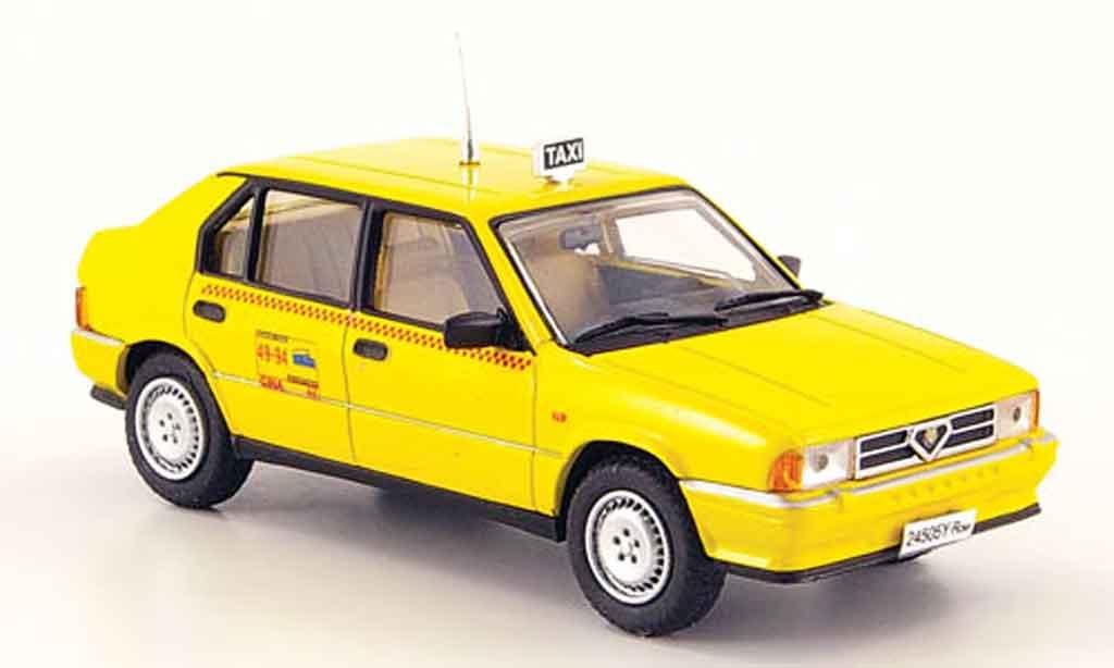 Alfa Romeo 33 1/43 Pego taxi di roma jaune miniature