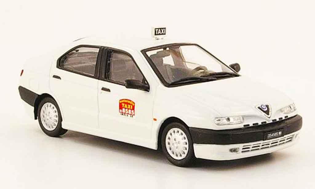 Alfa Romeo 146 1/43 Pego taxi mailand miniature