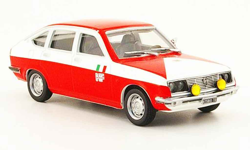 Lancia Beta berline 1/43 Pego assistenza rallye marlboro miniature