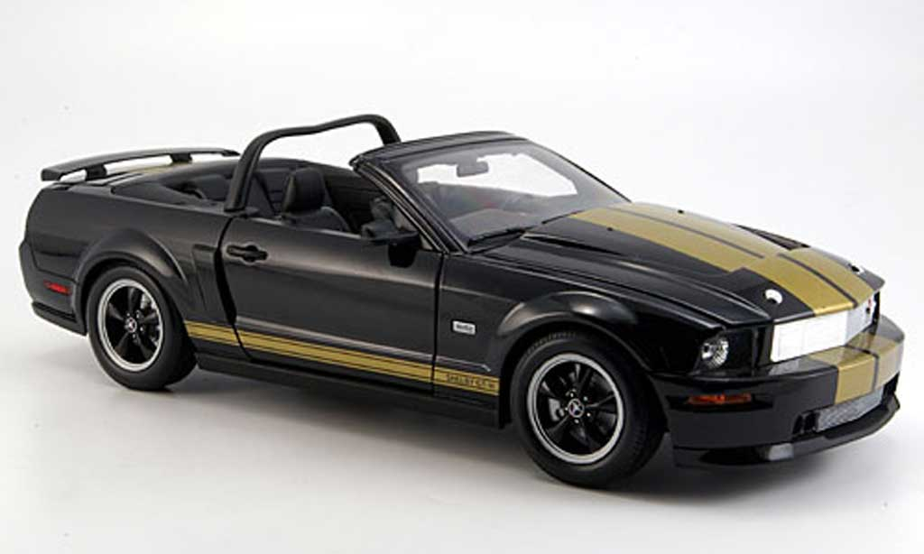 Shelby GT 1/18 Shelby Collectibles h convertible noire avec bandes or 2006 miniature
