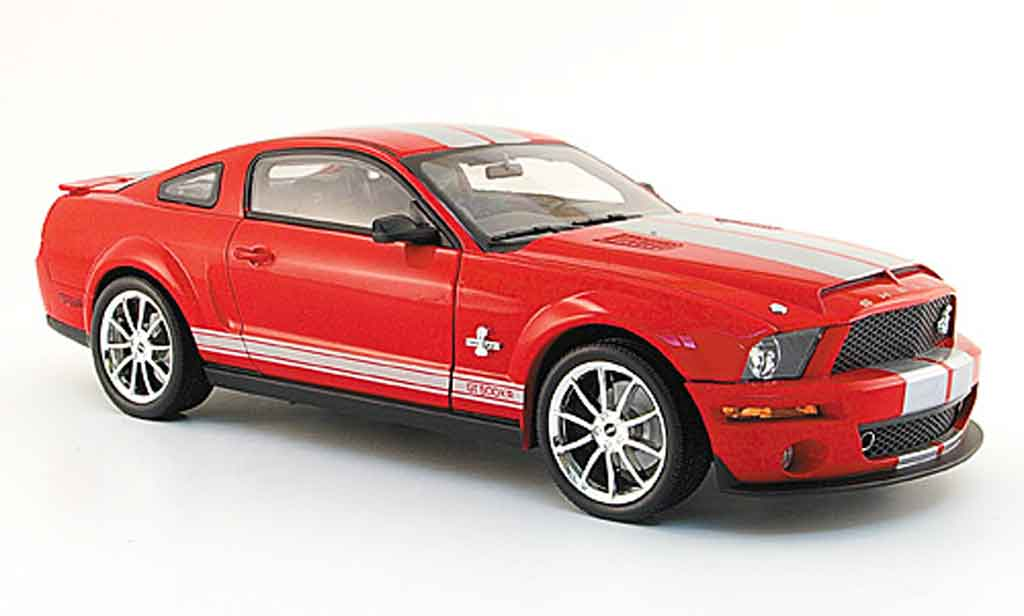 Shelby GT 500 1/18 Shelby Collectibles kr rouge avec bandes grises 2008 miniature