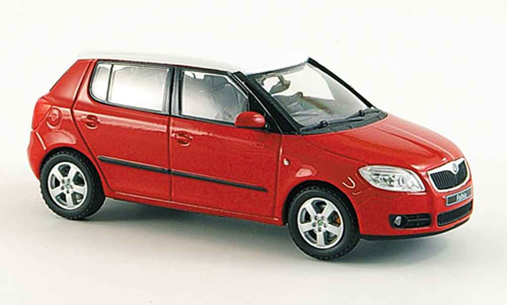 skoda fabia miniature ii rouge avec blancheem dach abrex 1 43 voiture. Black Bedroom Furniture Sets. Home Design Ideas
