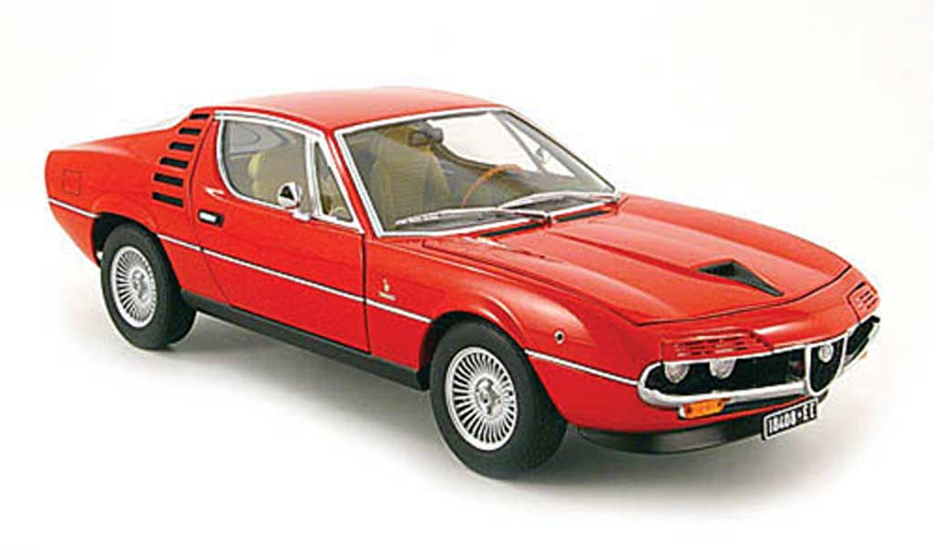 Alfa Romeo Montreal 1/18 Autoart red 1970 diecast