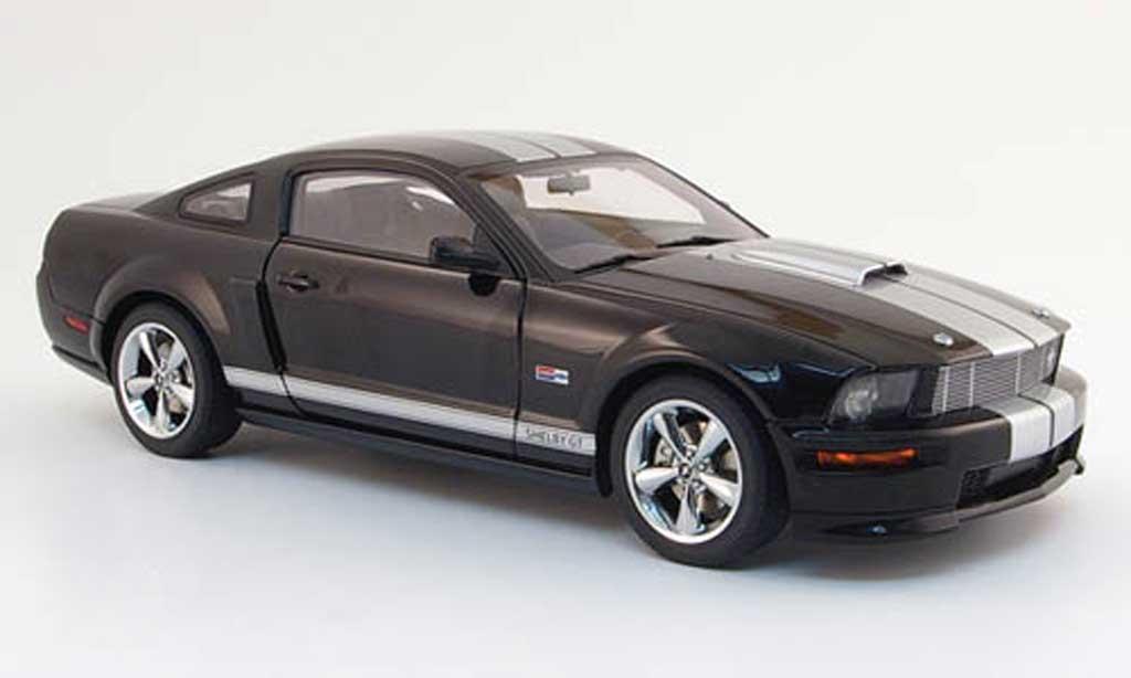 Shelby GT 1/18 Autoart noire avec bandes grises 2007 miniature