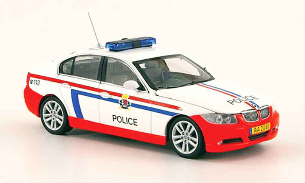 bmw 330 e90 serie e 90 police luxemburg 2005 minichamps modellauto 1 43 kaufen verkauf. Black Bedroom Furniture Sets. Home Design Ideas