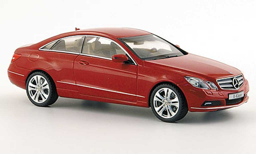 Mercedes Classe E 1/43 Schuco Coupe (C207) rouge 2009 miniature