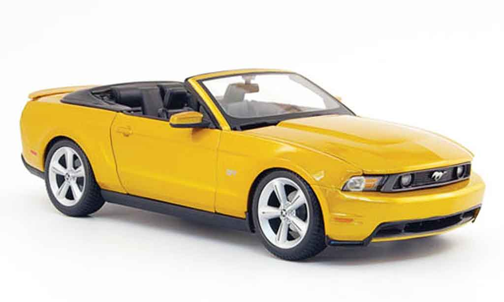 Ford Mustang 2010 1/18 Maisto gt cabriolet or miniature