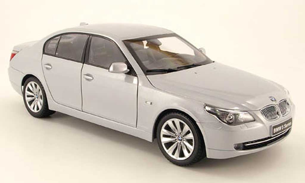 Bmw 550 E60 (e60) facelift gray Kyosho. Bmw 550 E60 (e60) facelift gray miniature 1/18
