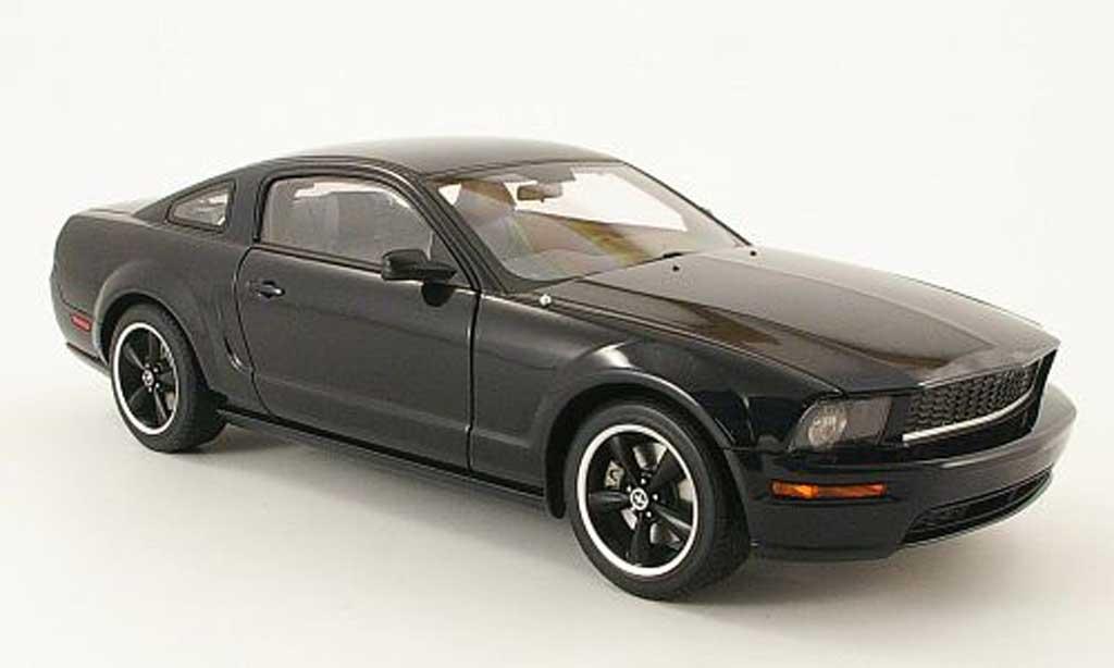 ford mustang bullit 2008 miniature gt noire autoart 1 18 voiture. Black Bedroom Furniture Sets. Home Design Ideas