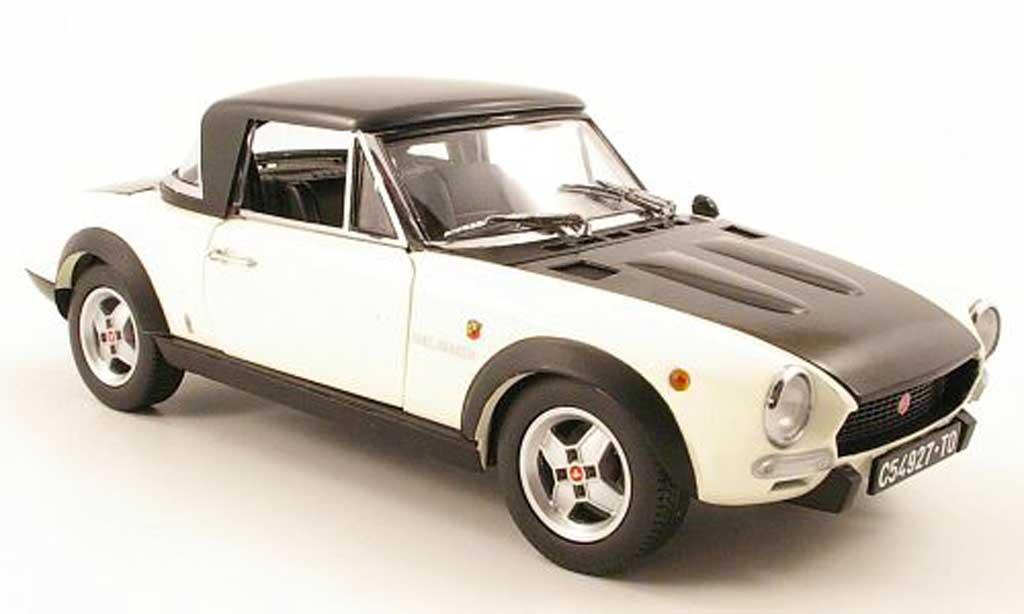Fiat 124 Spider 1/18 Sun Star csa blanche/mat noir 1972 miniature