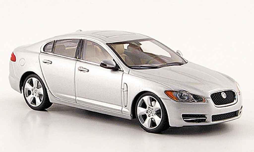 Jaguar XF 1/43 Minichamps grise metallisee 2007 miniature