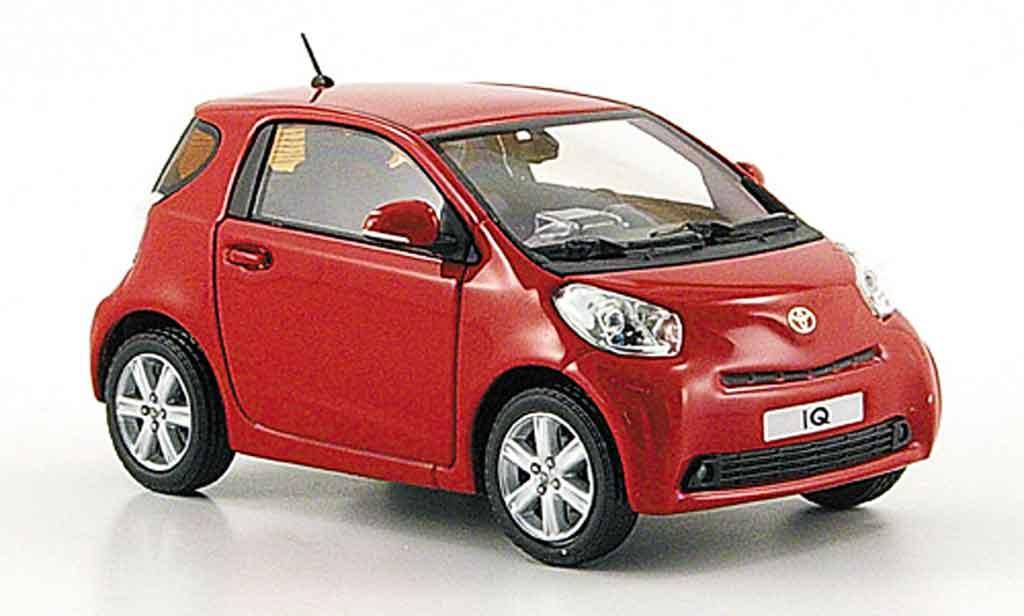 Toyota IQ 1/43 Minichamps rouge 2009 miniature