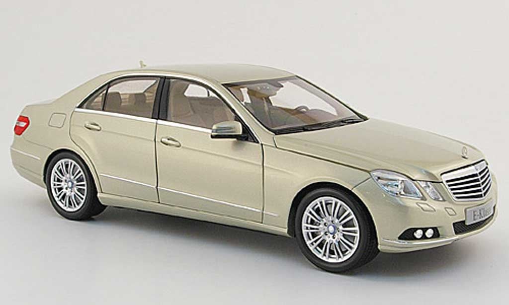 mercedes classe e miniature w 212 beige 2009 minichamps 1 18 voiture. Black Bedroom Furniture Sets. Home Design Ideas
