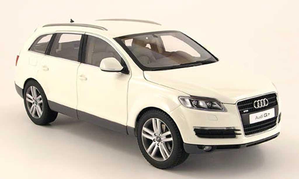 Audi Q7 white Kyosho. Audi Q7 white miniature 1/18