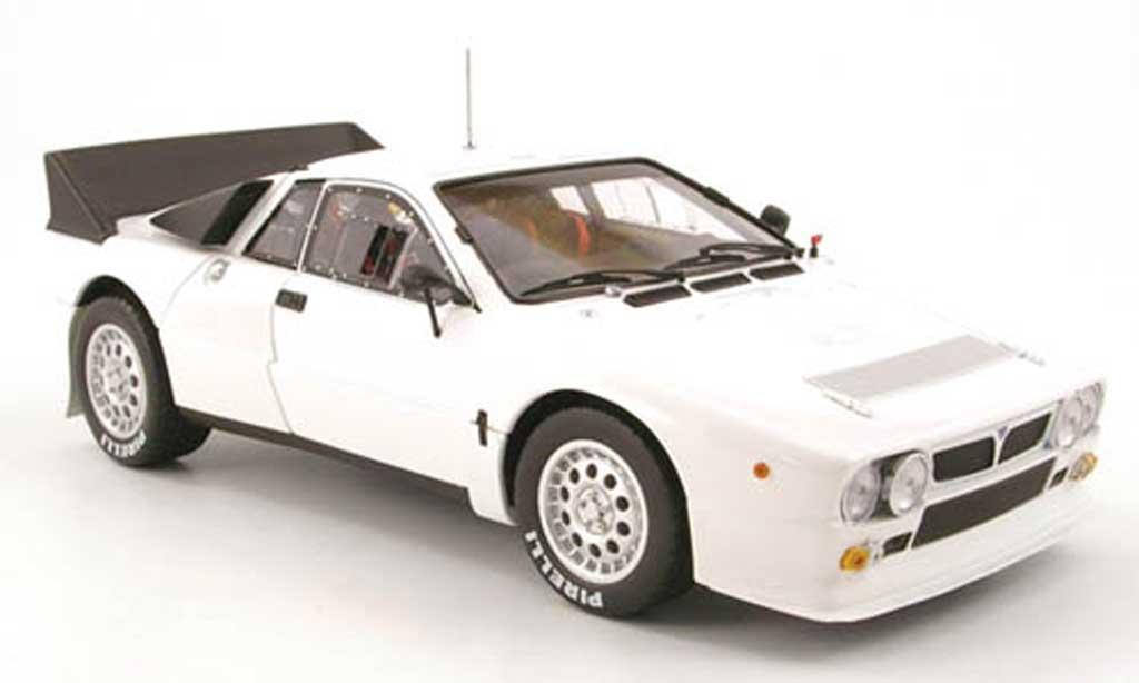 Lancia 037 1/18 Kyosho rallye presentation weiss modellautos