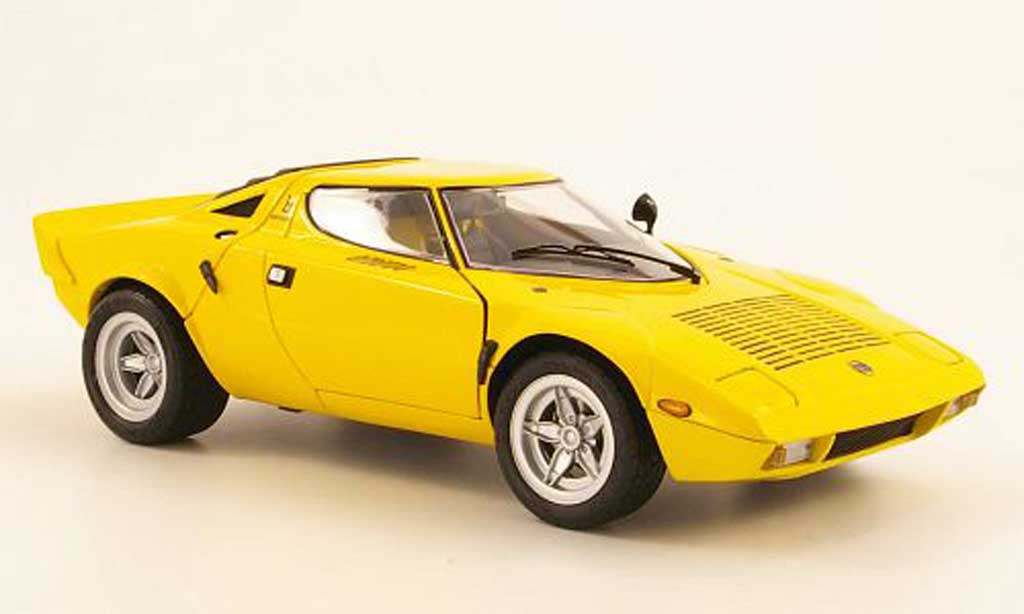 lancia stratos hf miniature wide wheel jaune kyosho 1 18 voiture. Black Bedroom Furniture Sets. Home Design Ideas