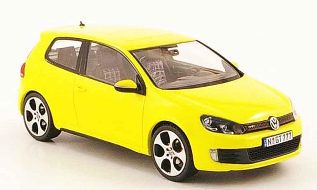 Volkswagen Golf VI GTI 1/43 Schuco jaune miniature