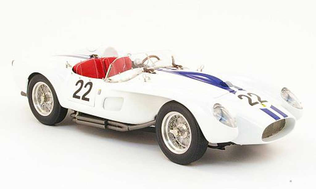Ferrari 250 TR 1958 1/18 CMC  no.22 blanche/bleu miniature
