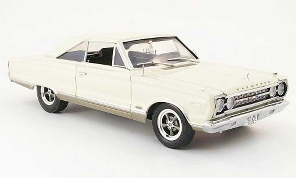 Plymouth Satellite 1/18 Highway 61 beige 1967 miniature