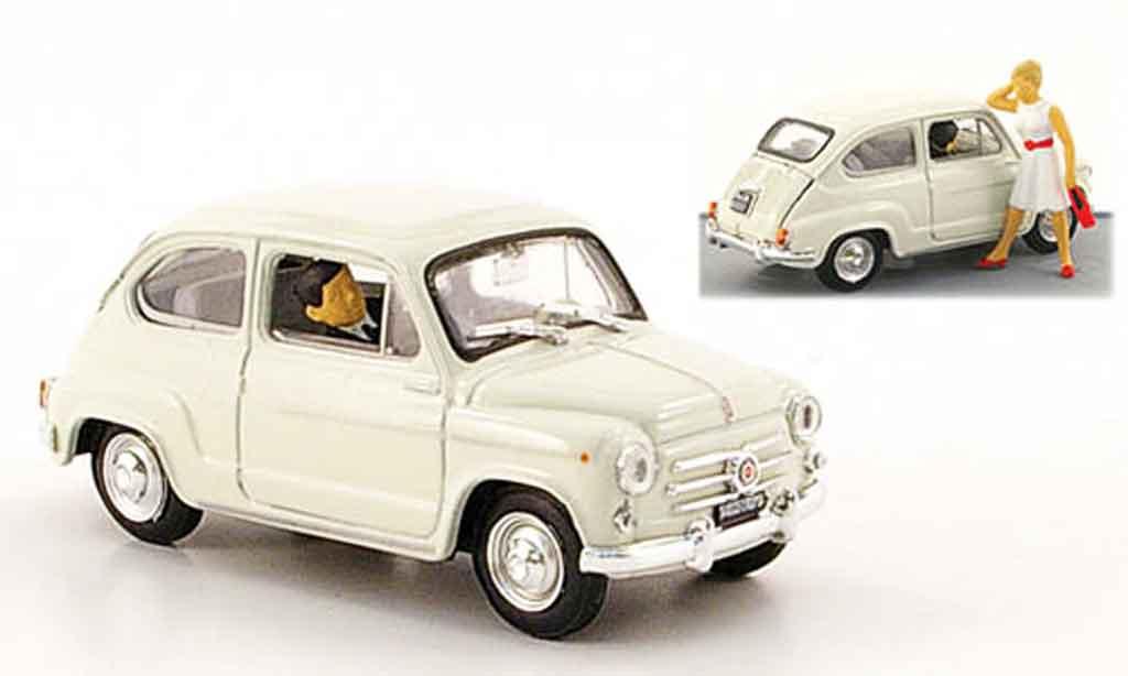Fiat 600 1/43 Brumm D grau avec Figuren 1960 modellautos