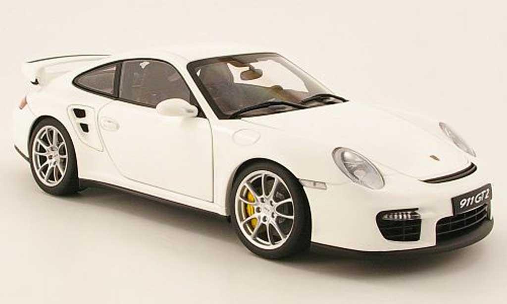Porsche 997 GT2 1/18 Autoart blanc mat miniature
