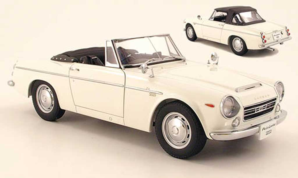 Datsun Fairlady 1/18 Autoart 2000 (sr311) blanche miniature