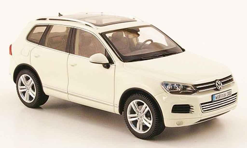 Volkswagen Touareg 1/43 Schuco ii blanche 2010 miniature