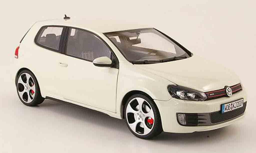 Volkswagen Golf VI GTI 1/18 Maisto blanche 2009 miniature