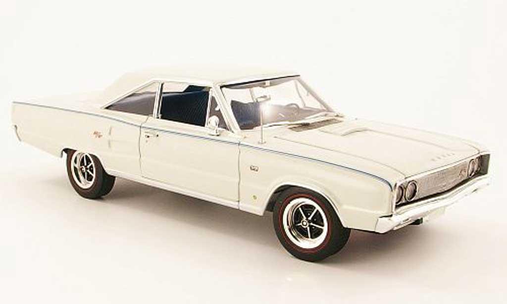 Dodge Coronet 1967 1/18 Highway 61 r/t 426 creme blanche miniature