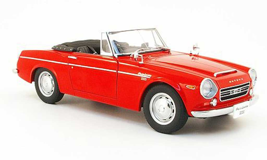 Datsun Fairlady 1/18 Autoart 2000 (sr311) rouge miniature
