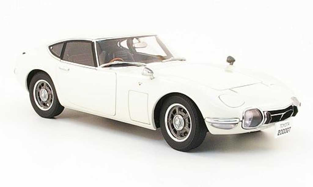 Toyota 2000 GT 1967 1/18 Autoart coupe blanche miniature