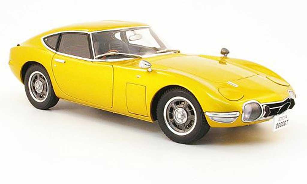 Toyota 2000 GT 1967 1/18 Autoart coupe gold miniature