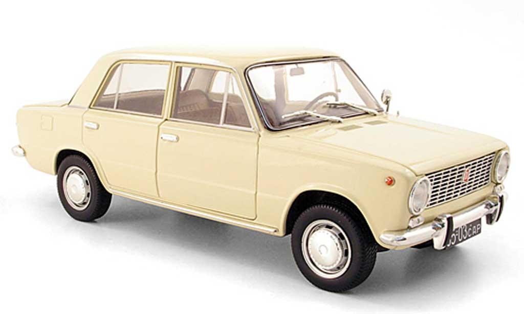 Lada 1200 1/18 IST Models beige 1971 miniature