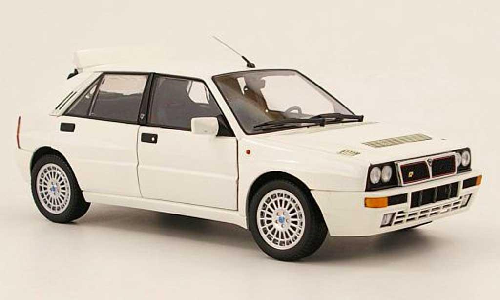 Lancia Delta HF Integrale 1/18 Kyosho integrale evoluzione 2 blanche miniature