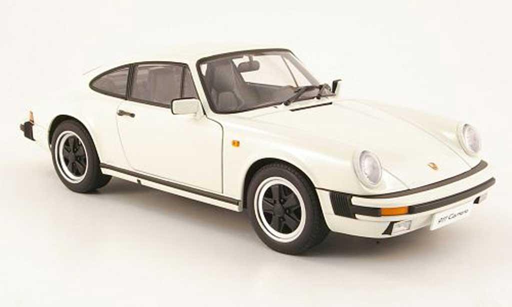 Porsche 930 3,2 1/18 Autoart 32 carrera blanche 1988 miniature