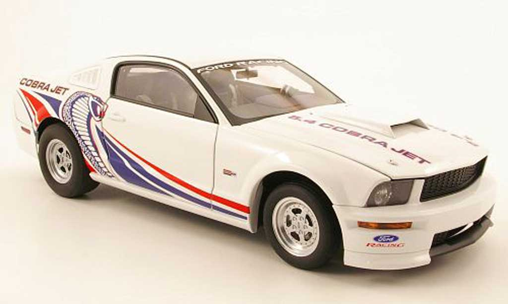 Ford Mustang 2009 1/18 Autoart cobra jet blanche miniature