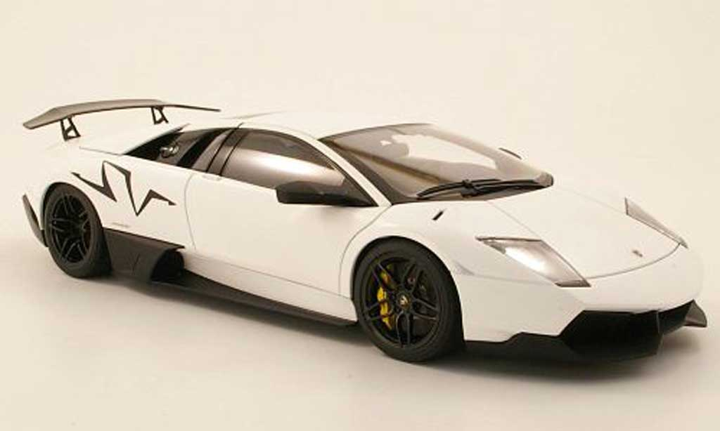Lamborghini Murcielago LP670 1/18 Autoart SV blanche 2009 miniature