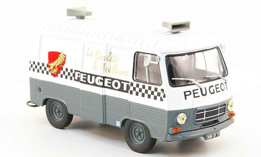 Peugeot J7 1/43 IXO cycles miniature